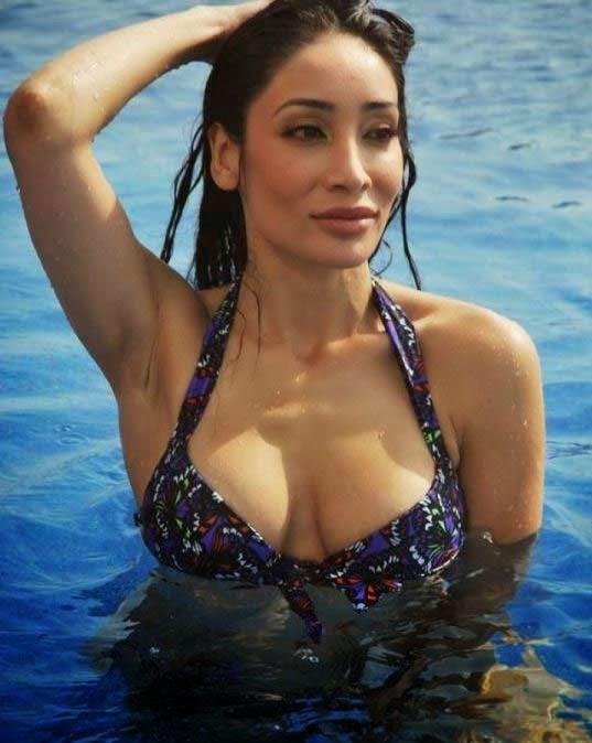 Sofia Hayat's Poolside Hot Wallpaper