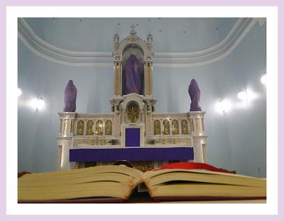 Imagens de santos cobertas na Quaresma por tecido roxo