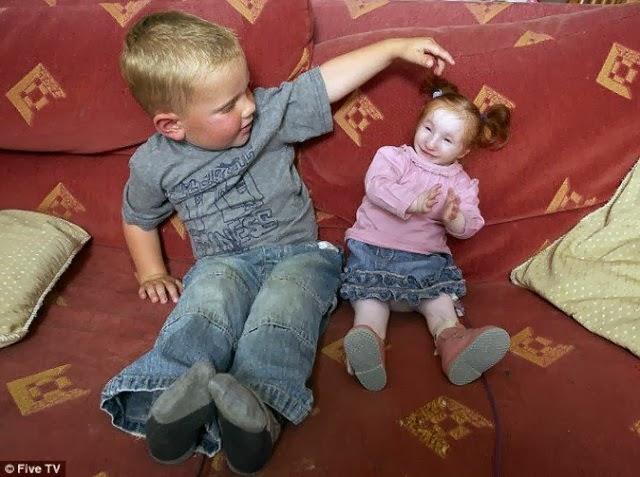 Статистика uCrazy.ru. Самая маленькая девочка в мире (3 фото). Размещение