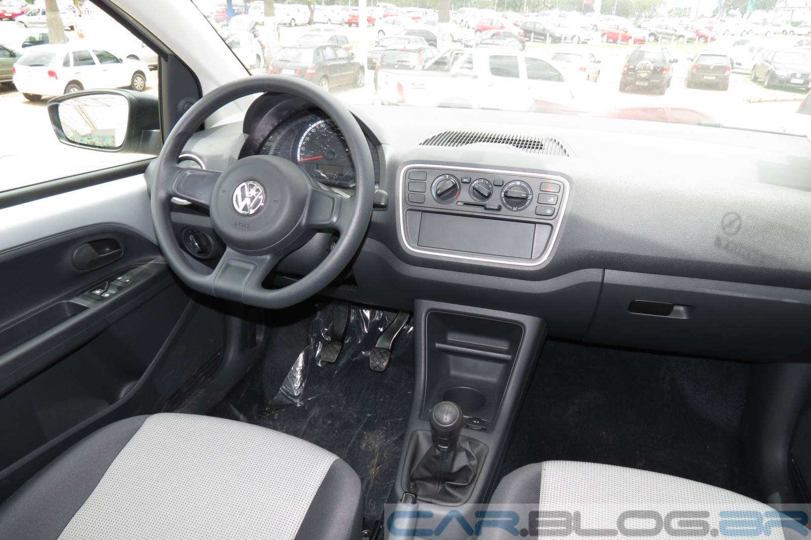 volkswagen up tem descontos de at r reais em sp. Black Bedroom Furniture Sets. Home Design Ideas