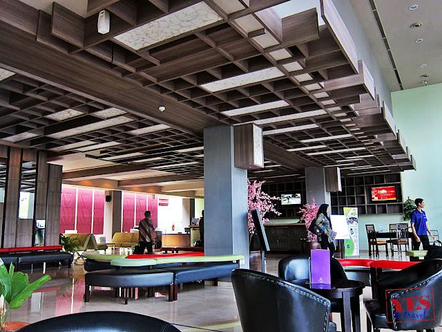 Quest Hotel Semarang lobby