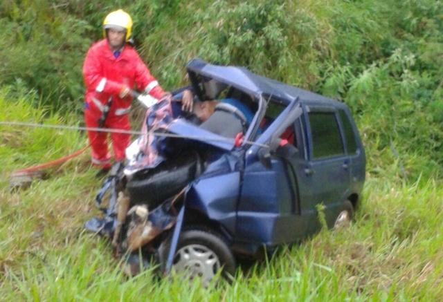 Duas pessoas morrem em acidente na 487