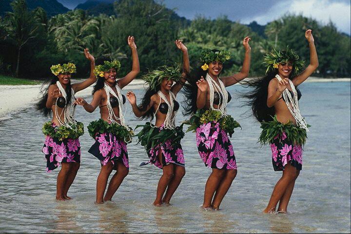 para mi la mejor bailarina del mundo en danzas polinesias es la que siente pasion bailando