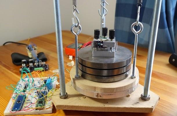 Físico criou microscópio caseiro para observar átomos