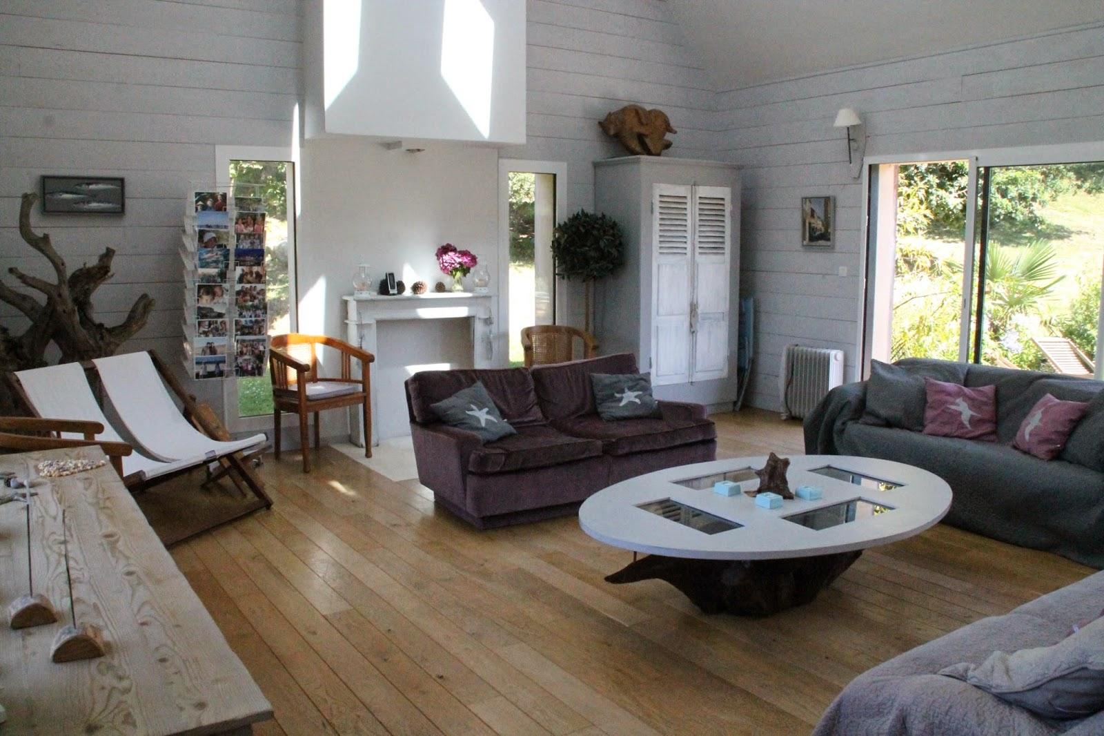 salon cathedrale pour le style plafond cathdrale dans salon et haut vitr pice vitre en haut. Black Bedroom Furniture Sets. Home Design Ideas