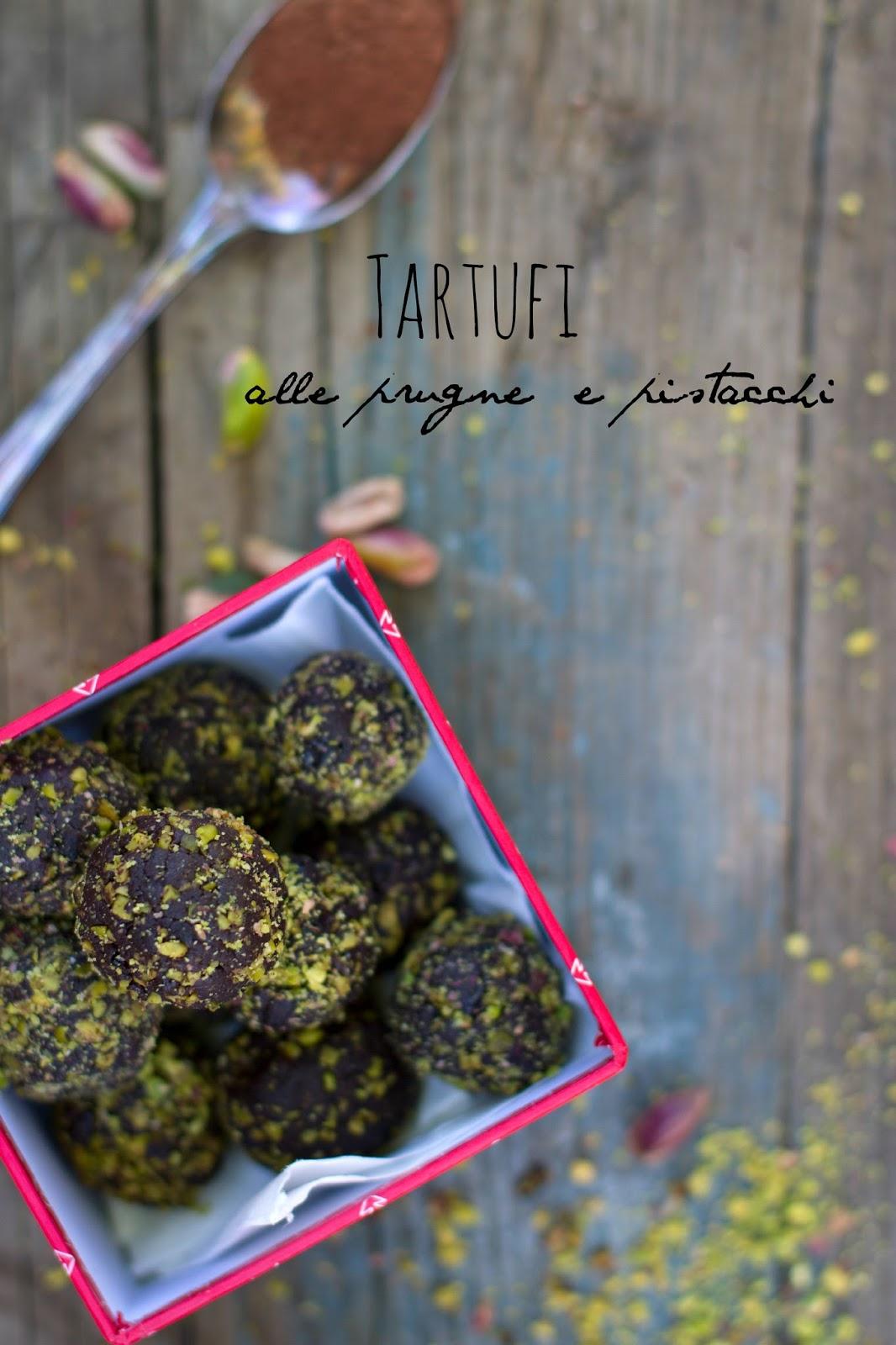 tartufi alle prugne e pistacchio .......e il nuovo numero di threef