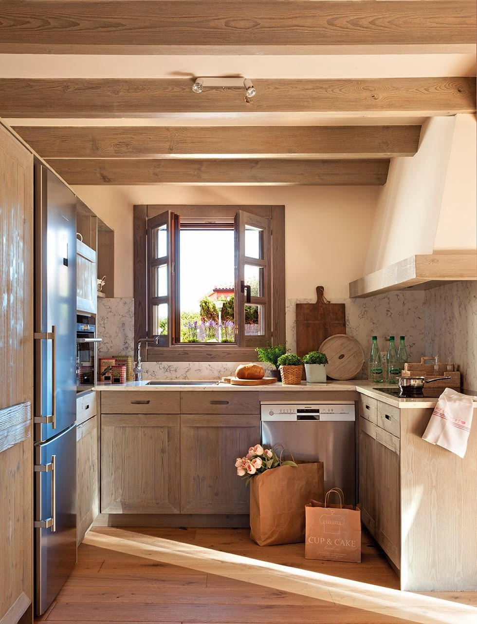 amenajari, interioare, decoratiuni, decor, design interior, casa de vacanta, culori neutre, bucatarie