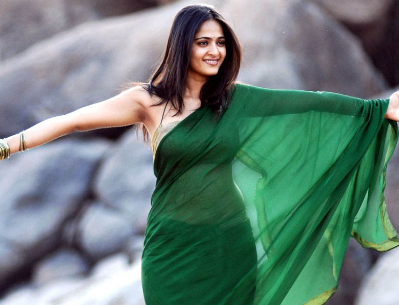 Latest Latest Beautyful Anushka in Hot Saree Unseen