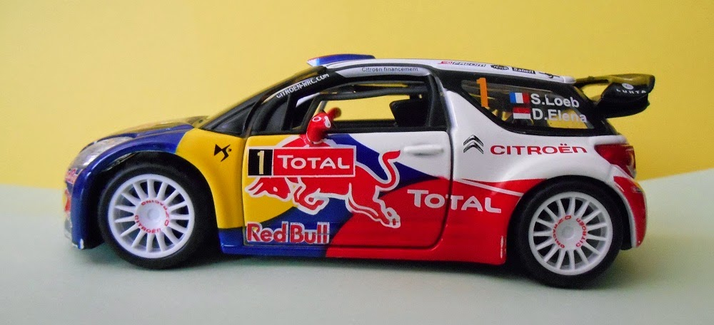 burago die-cast model car 1/32