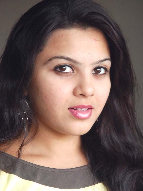 Swetha Photos at Idhayam Thiraiarangam Movie Team Interview