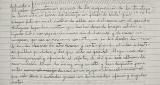 Borrador manuscrito de un texto en letra cursiva.