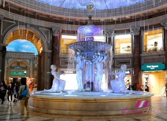 venusfort shopping mall fountain plaza medieval european village