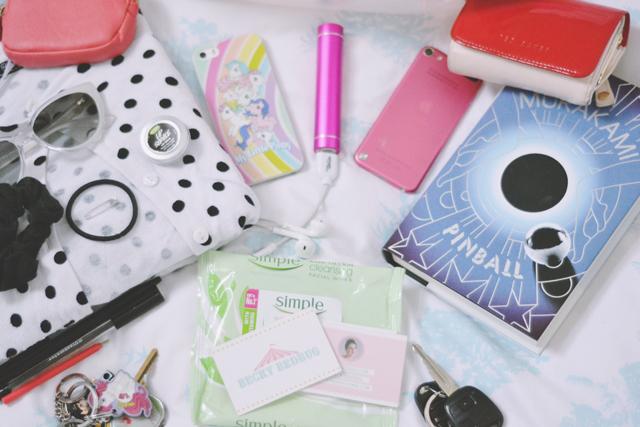 Weekend handbag essentials