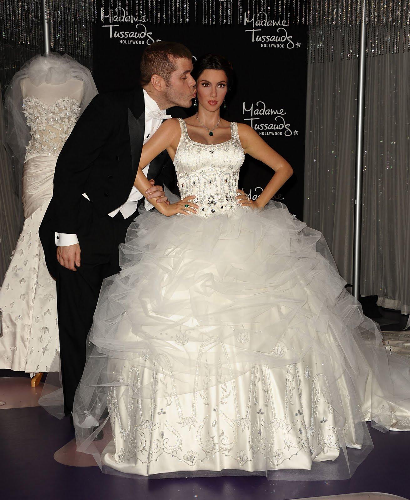 3 Wedding Dresses Kim Kardashian : Funny wallpaper desktop kim kardashian wedding dress hd