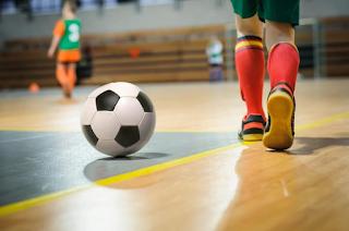 O processo de formação do atleta de futsal e futebol: análise etnográfica