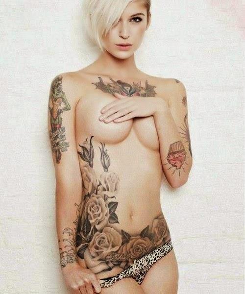 Model Cewek Sexy Pamer Tattoo Ditubuhnya