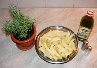 ingrediente pentru mancare de cartofi preparati la cuptor cu ulei de masline si rozmarin reteta de post, cum facem cartofi copti la cuptor,
