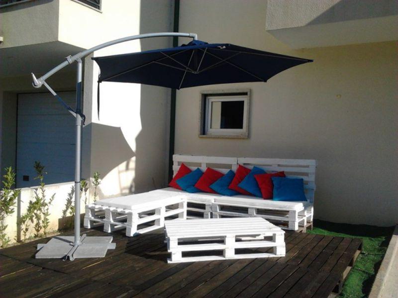 Terraza amueblada con palets for Muebles terraza palets