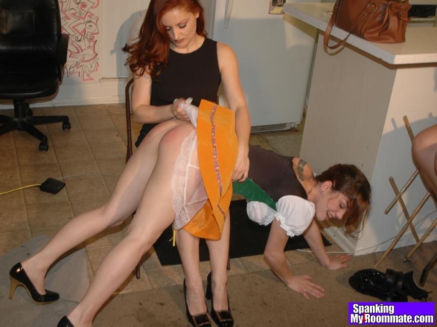 mlade lesbicky vyprask na holou