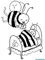 Seekor Lebah Membacakan Buku Cerita Untuk Anaknya Yang Akan Tidur