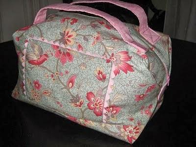 http://lascositasdeleti.blogspot.com.es/2010/12/tutorial-valisette-primera-parte.html