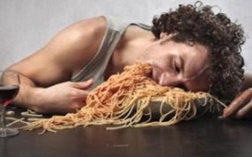 Τι δεν πρέπει να τρώμε αργά το βράδυ;