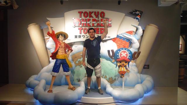 Estátua para fotos do One Piece na Tokyo Tower