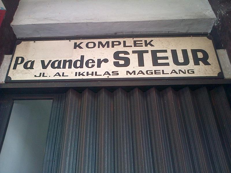 Makam Johannes 'Pa' van Der Steur Magelang