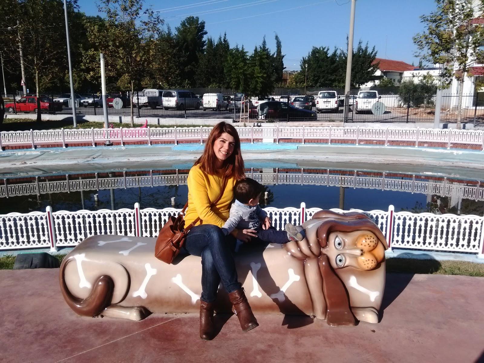 aslan,bank,park