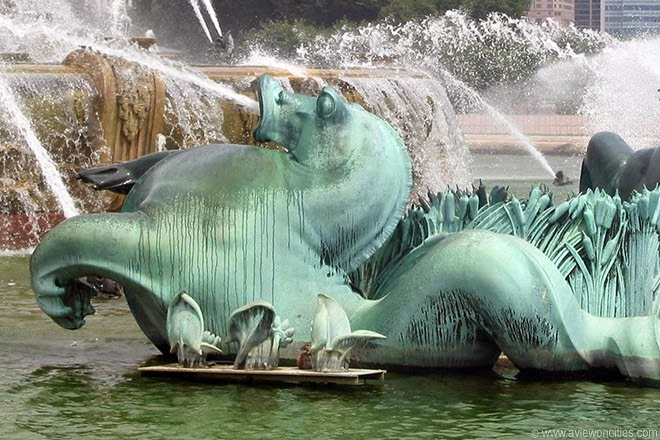 Buckingham-Fountain-Seahorses