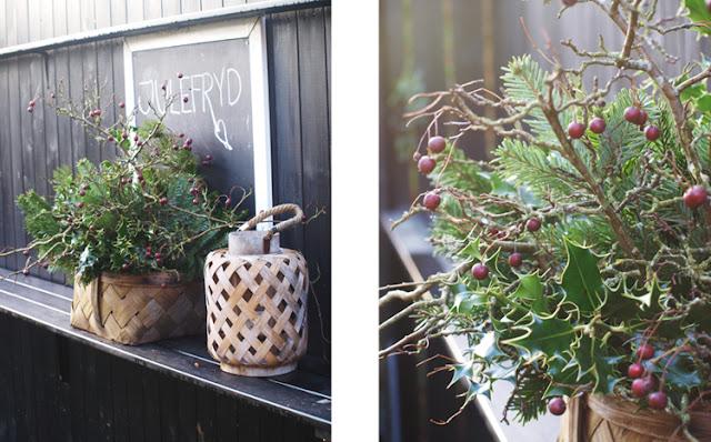 Julestemning i haven med Spånkurv, lygte og tavle med julefryd
