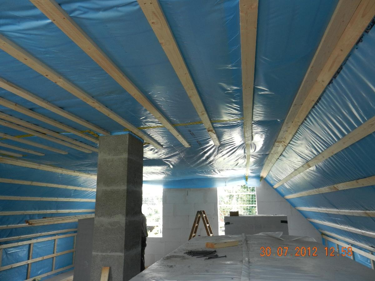 dampfsperre montieren dampfsperre dach dampfsperre anbringen schritt f r schritt erkl rt. Black Bedroom Furniture Sets. Home Design Ideas