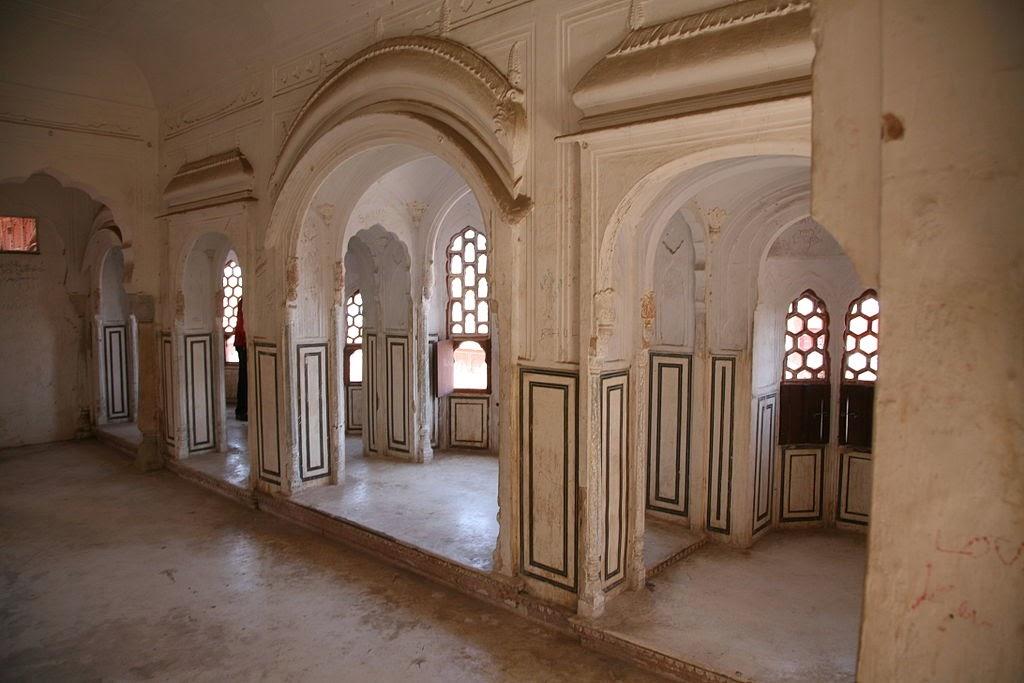 Hawa Mahal Chamber - indiacarrentalz.com