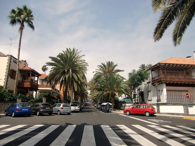 Black and white photography arquitectura calle paseo for Casas en ciudad jardin las palmas