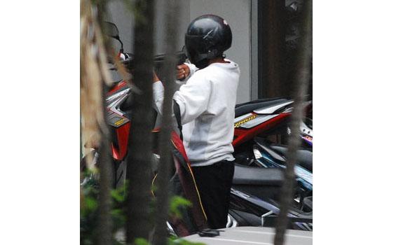 CELAH GELEGAR: Gambar Rompakan Bank CIMB Indonesia Ala Cowboy