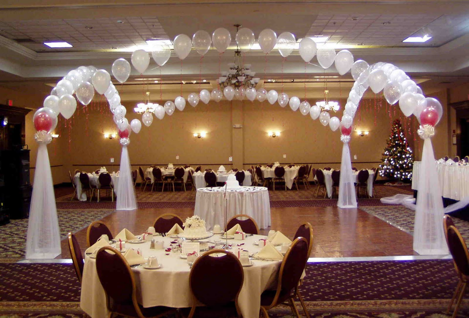 Wedding flowers cheap wedding decorations for Discount wedding reception decorations