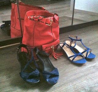 chaussures minelli bleues et sac à main orange