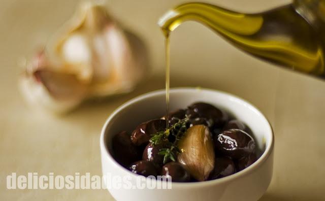 deliciosidades - Aceitunas muertas Aragón con aceite, ajo y tomillo.