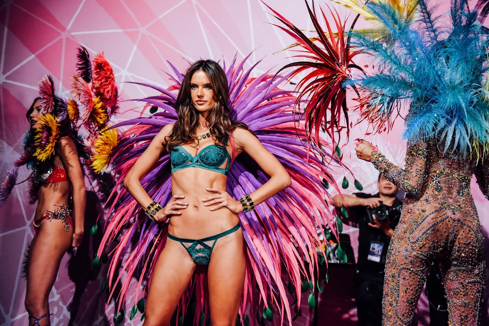The Angels Of Victoria 39 S Secret Fashion Show 2015 Backstage Javierich World