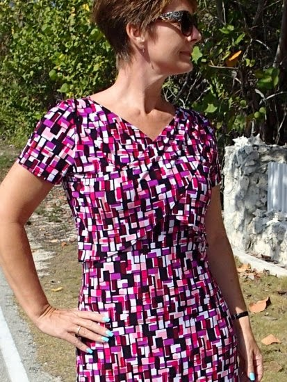 http://so-sew-easy.com/cross-heart-free-easy-dress-pattern/