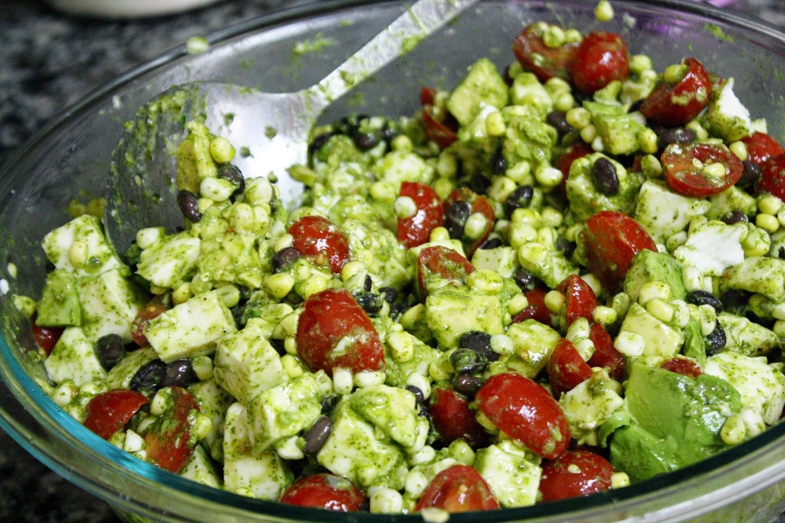 http://eatprayjuice.blogspot.com/2014/06/corn-tomato-and-avocado-salad-with.html