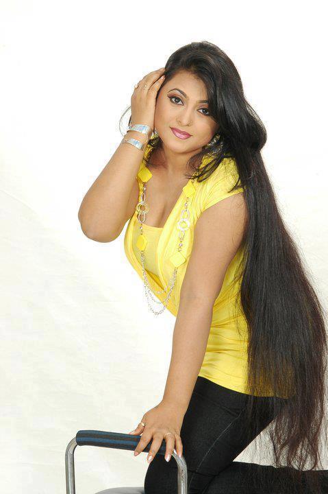 Girls with very long hair photos | Long hair girls Photo Gallery
