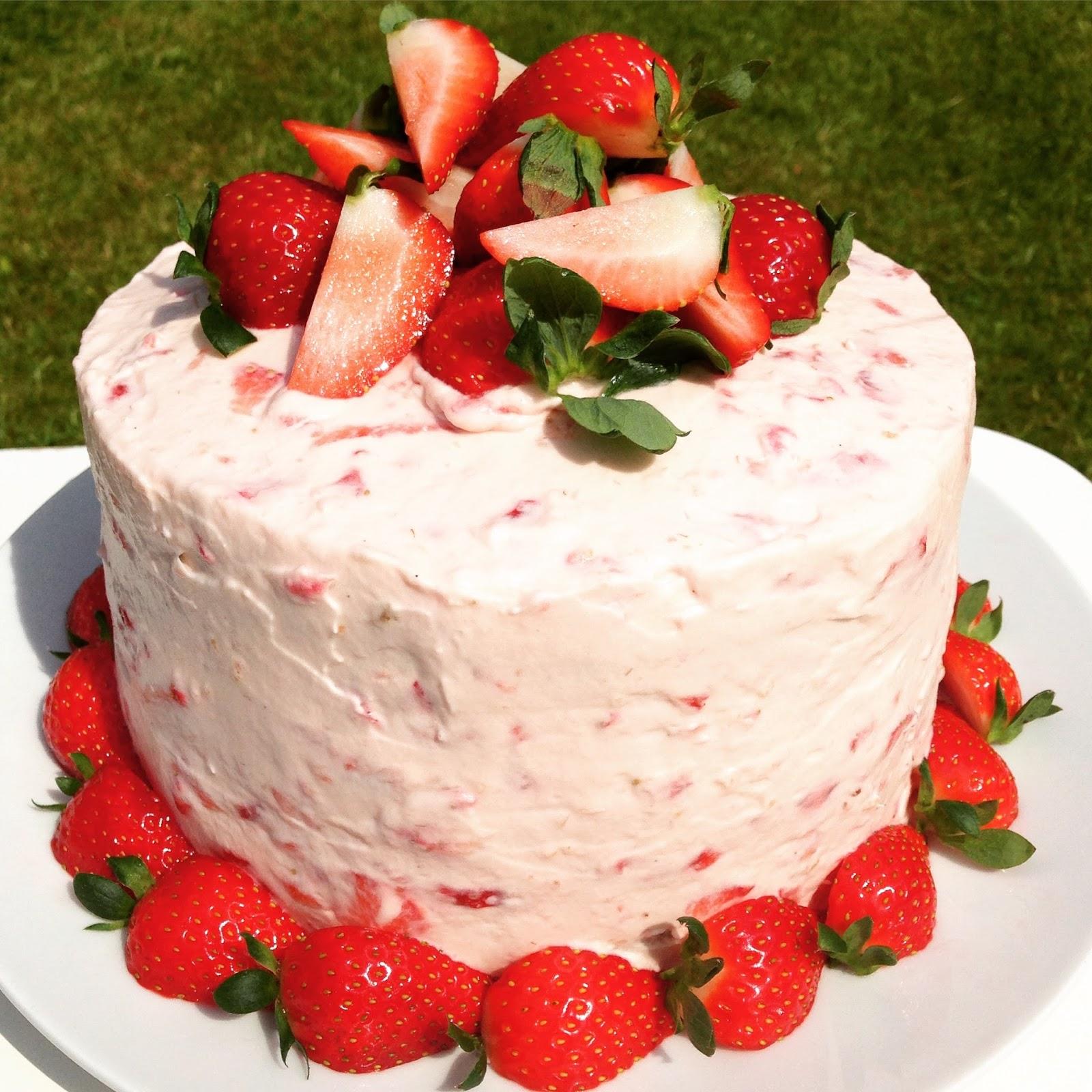 baka med frida jordgubbstårta