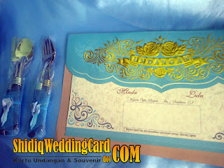 http://www.shidiqweddingcard.com/2016/01/paket-undangan-ac-44-dan-souvenir.html
