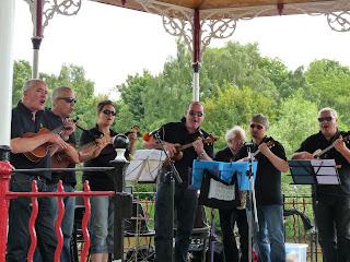 N'Ukes ukulelel band on stage