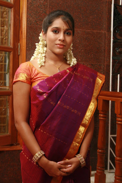 rashmi gautham tight saree girls actress pics