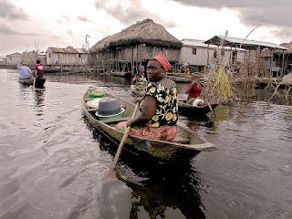 अफ्रीका का एक गांव, जो बसा है झील के ऊपर