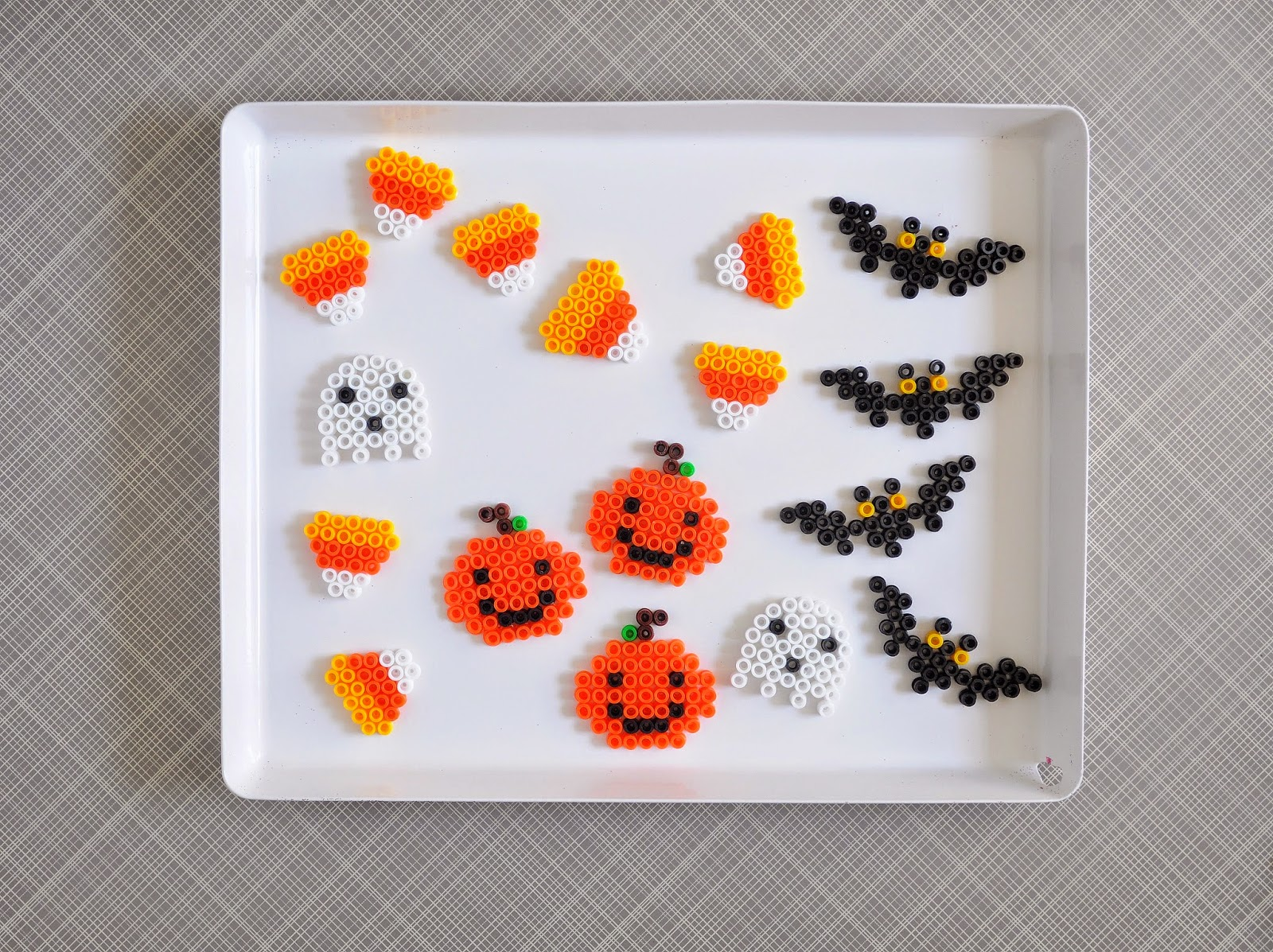 halloween party favors: perler beads + printable cards | a pretty ...