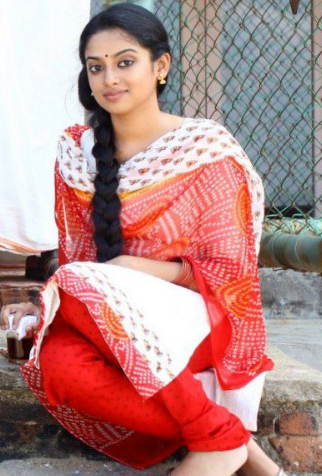 Cute Actress Gauthami Nair Beautiful Picture Gallery ...
