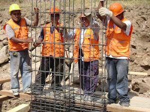 OBREOS EN PLENA CONSTRUCCION
